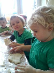 Maluszki poznają zawód piekarza