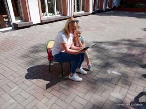Cała Polska czyta dzieciom - czytanie na tarasie
