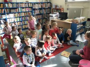 Grupa trzecia w bibliotece